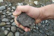 kamień w ręku
